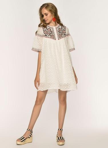 Loves You  Robalı A Shape Nakışlı Şifon Elbise Beyaz
